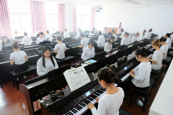 电钢琴房.jpg